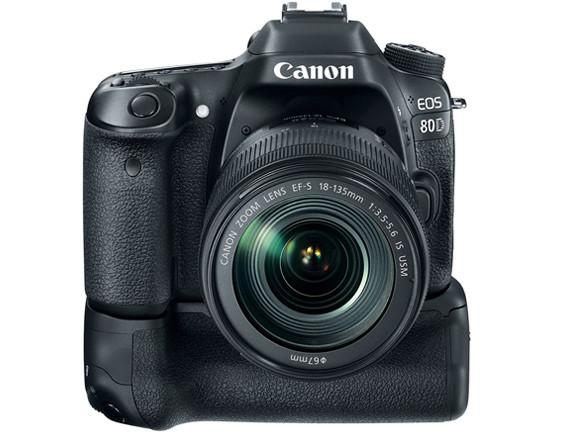 canon-eos-80d-grip